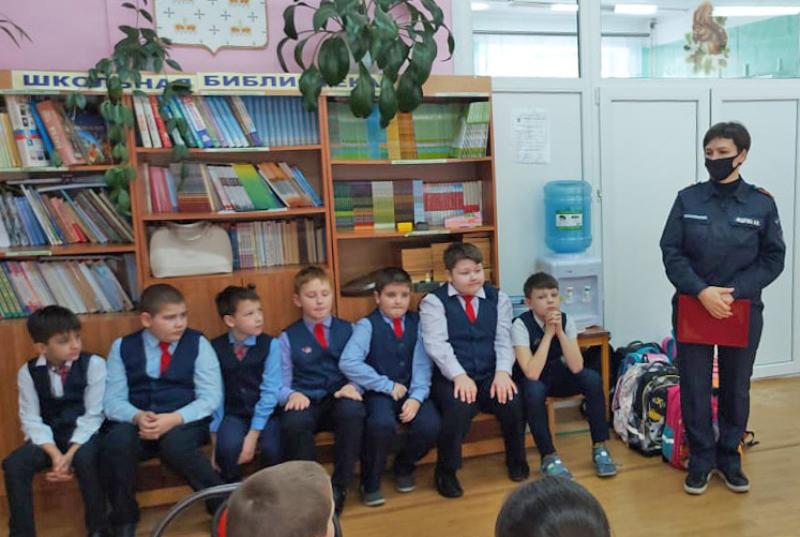 Работники поисково-спасательного отряда № 12 рассказали школьникам о правилах безопасности